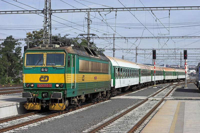 163252 Praha hlavní nádraží 12/9/2009<br /> R848 0841 Trutnov hl.n-Praha Smíchov