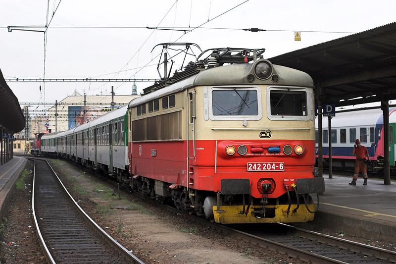 242204 Brno hlavní nádraží 12/9/2009<br /> OS4909 1644 Ždár nad Sázavou-Hrusovany u Brna