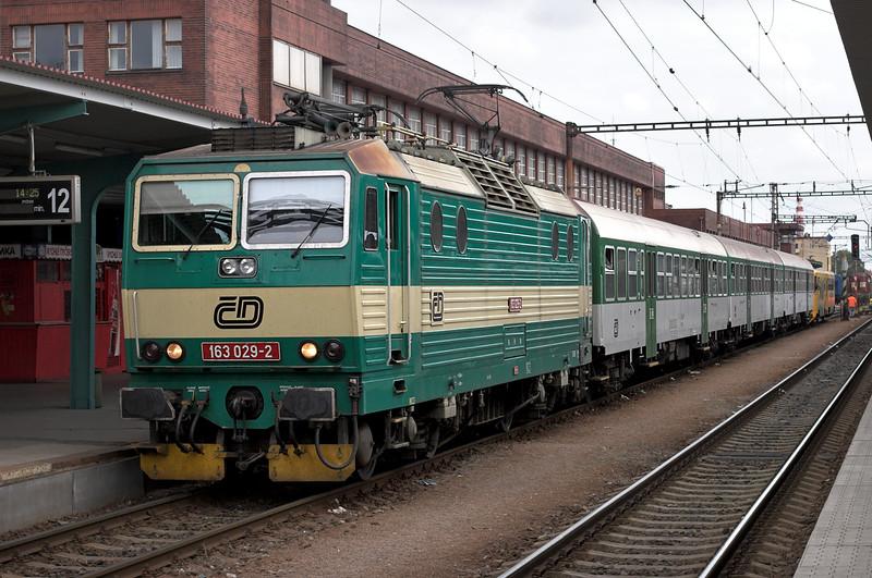 163029 Pardubice hlavní nádraží  12/9/2009<br /> OS5656 1425 Pardubice hl.n-Hradéc Králové hl.n