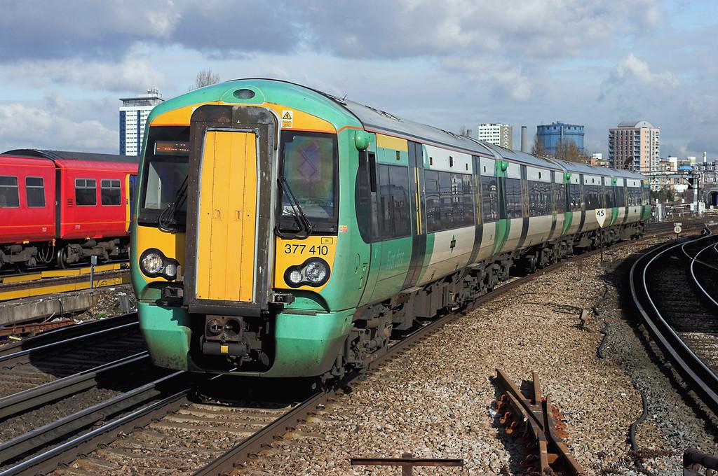 377410 Clapham Junction 13/2/2009<br /> 1C20 1302 London Victoria-Portsmouth Harbour