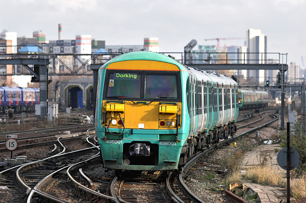 456001 and 456009, Clapham Junction 13/2/2009<br /> 2E34 1101 London Victoria-Dorking