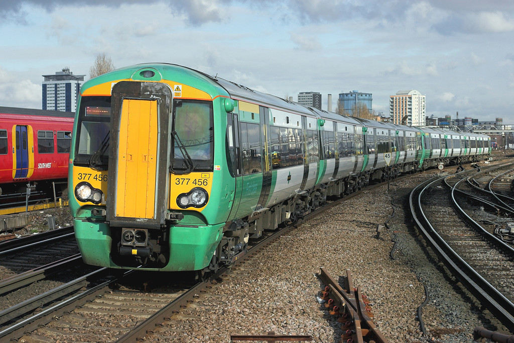 377456 and 377467, Clapham Junction 13/2/2009<br /> 1A32 1306 London Victoria-Brighton