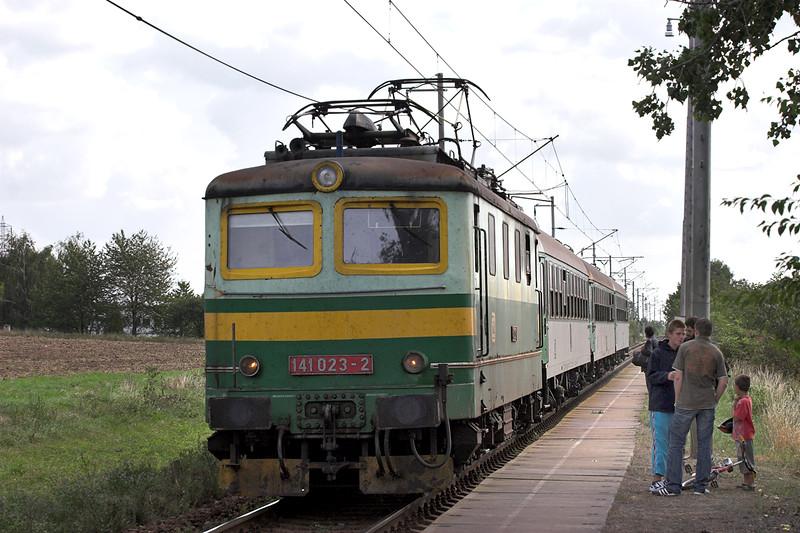 141023 Vrahovice 13/9/2009<br /> OS3812 1230 Olomouc hl.n-Nezamyslice