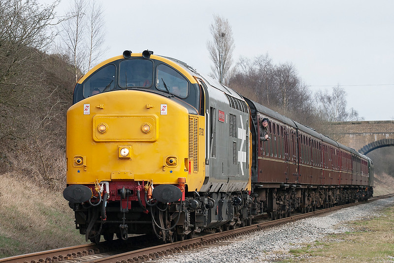 37901 and 40135, Bury 14/3/2009<br /> 2J77 1305 Heywood-Rawtenstall