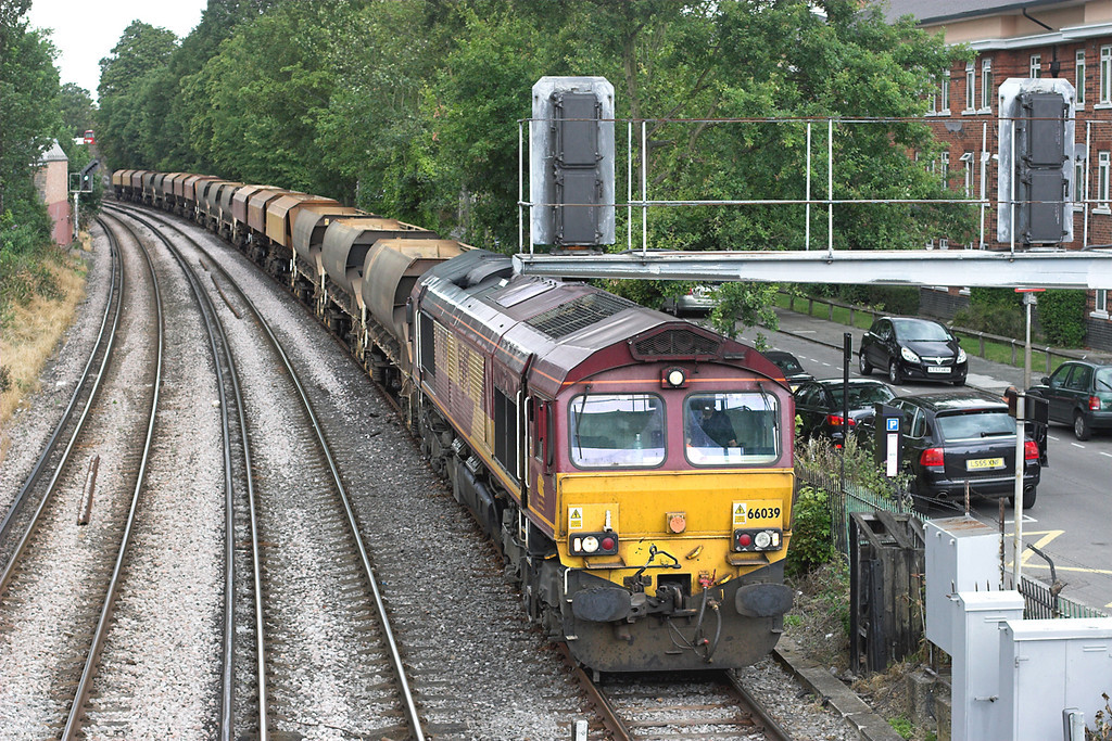 66039 New Kew Junction 15/7/2009<br /> 7O80 1144 Luton-Angerstein Wharf