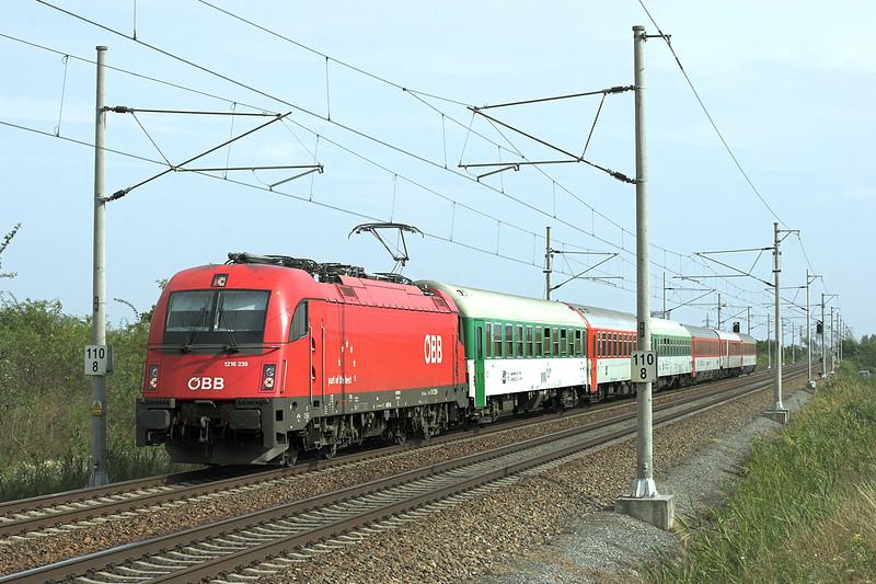 1216 239 Popice 16/9/2009<br /> EC74 1258 Wien Südbahnhof-Praha Holešovice