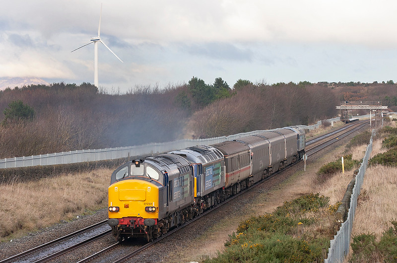 37259, 47790 and 57004, Derwent Junction 17/12/2009<br /> 2Z25 1050 Maryport-Workington