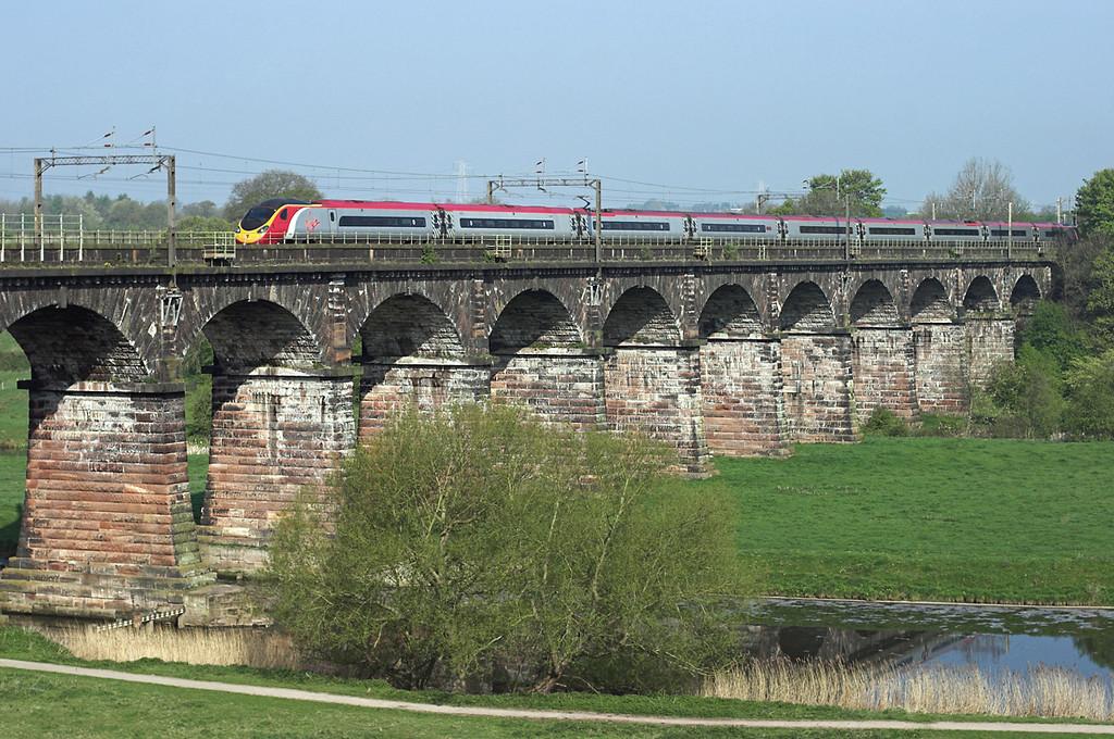 390052 Dutton Viaduct 20/4/2009<br /> 1M07 0630 Glasgow Central-London Euston
