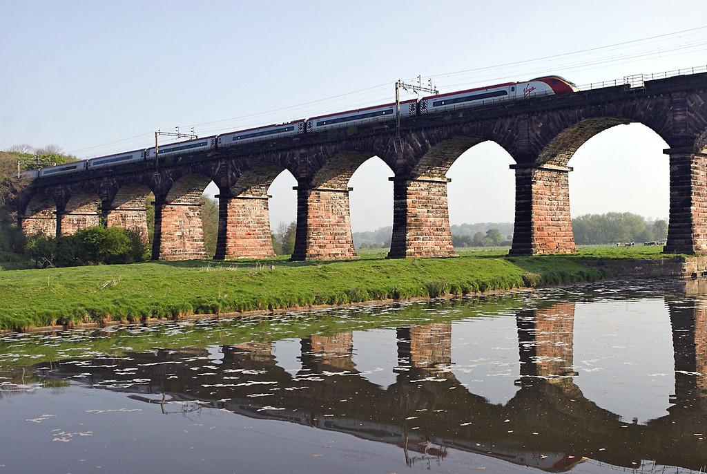 390017 Dutton Viaduct 20/4/2009<br /> 1S42 0730 London Euston-Glasgow Central