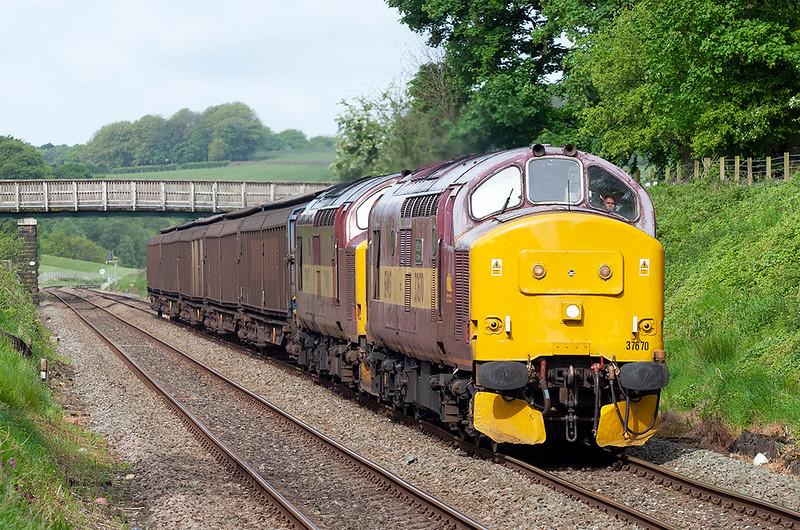 37670 and 37401, Pleasington 20/5/2009<br /> 6N42 0851 Warrington Arpley-Blackburn