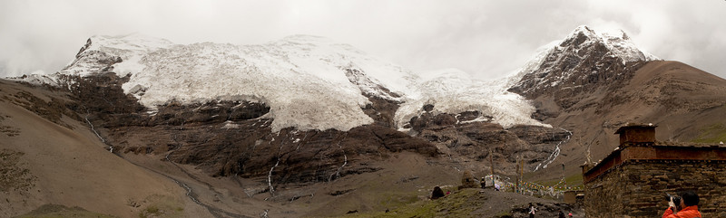 Viewing glaciers on nearby peaks. Select 'O' (Original) size to see the full-sized panorama.