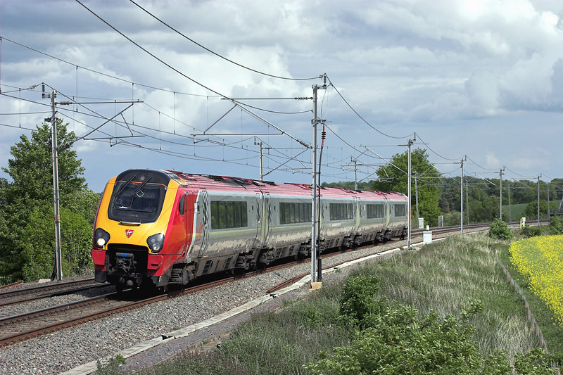 221116 Blisworth 21/5/2009<br /> 1D89 1510 London Euston-Chester