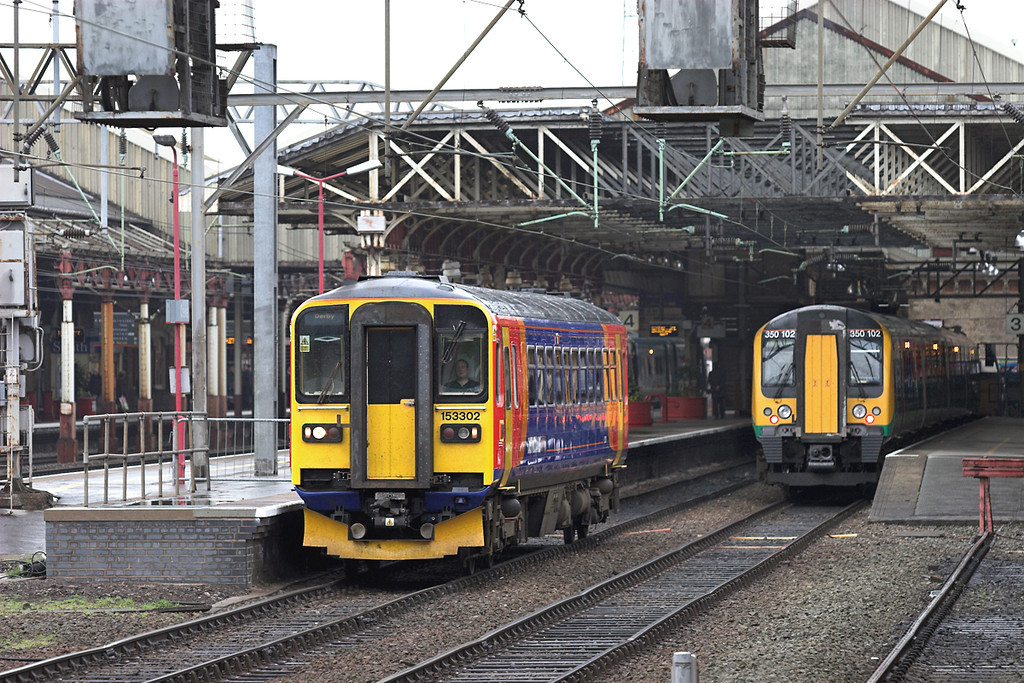 153302 and 350102, Crewe 28/4/2009<br /> 153302: 2P24 0907 Crewe-Derby<br /> 350102: 1U26 0933 Crewe-London Euston