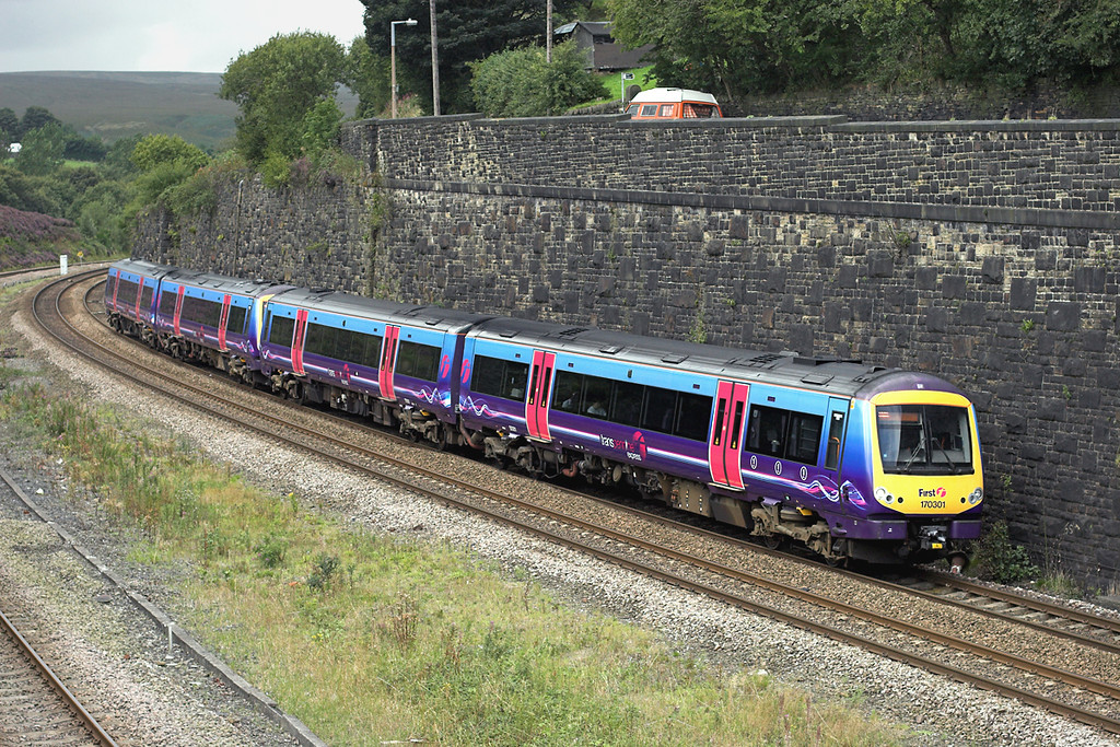 170301 and 170303, Marsden 29/8/2009<br /> 1K14 1242 Manchester Piccadilly-Hull