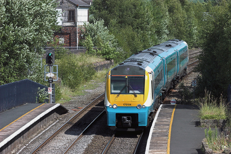 175104 Whitchurch 9/7/2010<br /> 1V77 0930 Manchester Piccadilly-Carmarthen