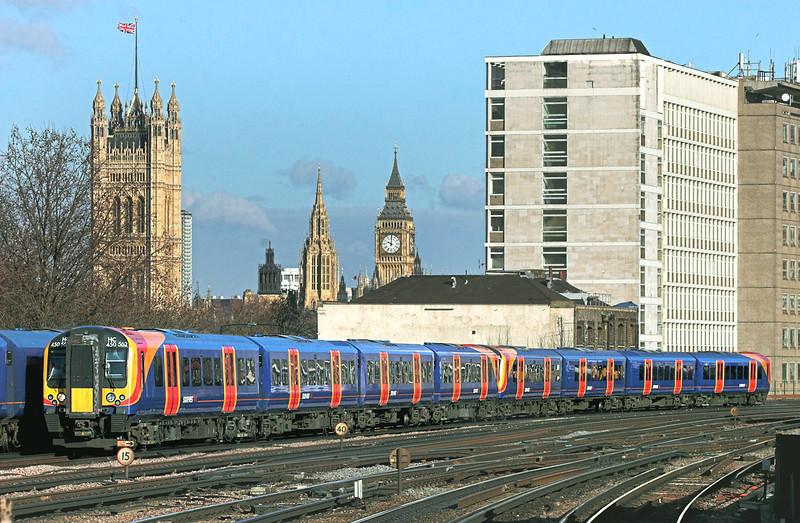 450562 and 450073, Vauxhall 11/2/2010<br /> 2U23 0958 London Waterloo-Windsor and Eton Riverside