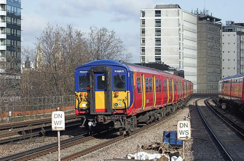 5740 and 5904, Vauxhall 11/2/2010<br /> 2O23 1033 London Waterloo-London Waterloo<br /> (via Richmond and Kingston)