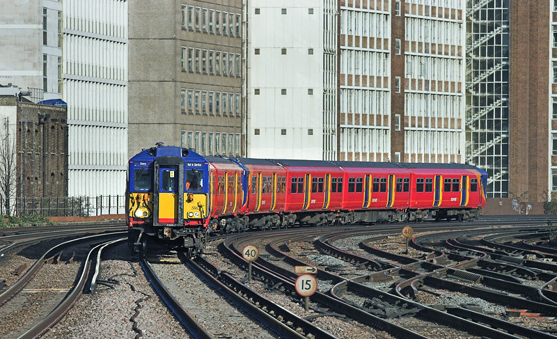 5863 and 5873, Vauxhall 11/2/2010<br /> 5Y84 1036 London Waterloo-Wimbledon Park CS