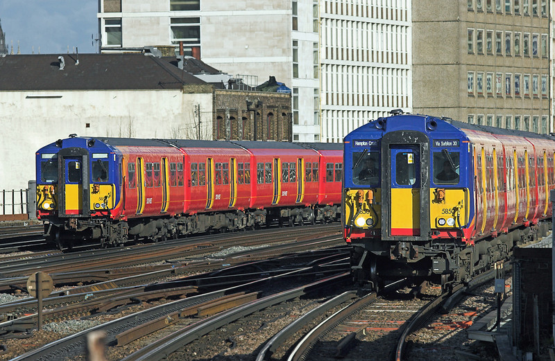 5850 and 5852, Vauxhall 11/2/2010<br /> 5850: 2J21 1006 London Waterloo-Hampton Court<br /> 5852: 5Y22 1005 London Waterloo-Clapham Junction yard