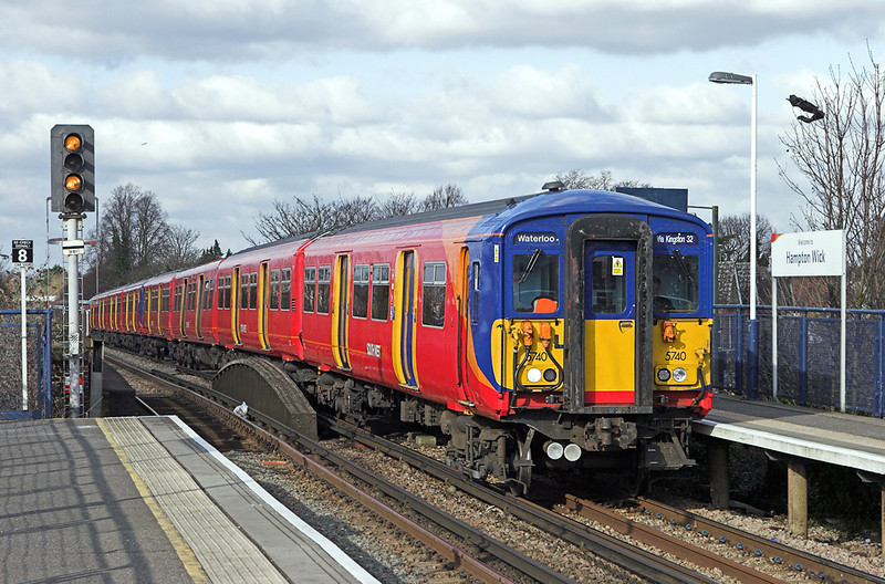 5740 and 5904, Hampton Wick 11/2/2010<br /> 2O23 1033 London Waterloo-London Waterloo<br /> (via Richmond and Kingston)