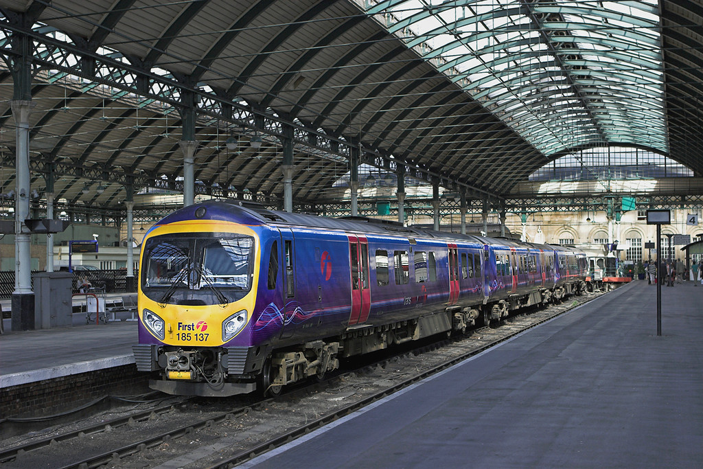 185137 Hull 12/8/2010<br /> 1K23 1640 Hull-Manchester Piccadilly