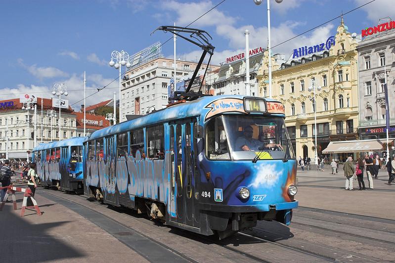 494 and 830, Trg J. Jelačića 14/9/2010
