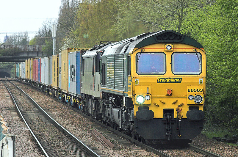 66563 and 90042 Harringay Green Lanes 16/4/2010<br /> 4L41 0017 Ditton FLT-Felixstowe FLT