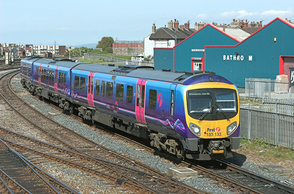 185133 Blackpool North 18/5/2010<br /> 1N64 1429 Manchester Airport-Blackpool North