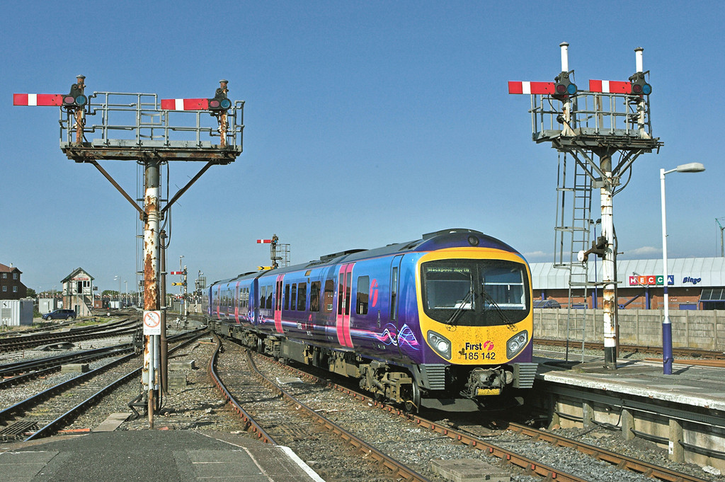 185142 Blackpool North 18/5/2010<br /> 1N65 1529 Manchester Airport-Blackpool North