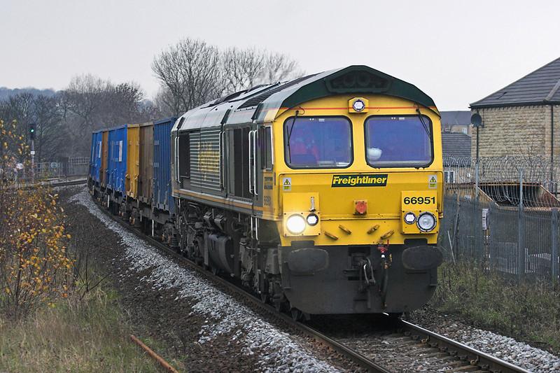 66951 Mirfield 18/11/2010<br /> 6E06 0932 Bredbury-Roxby Gullet