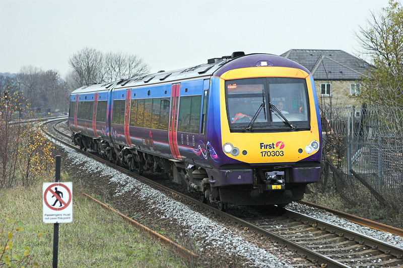 170303 Mirfield 18/11/2010<br /> 1K10 1042 Manchester Piccadilly-Hull