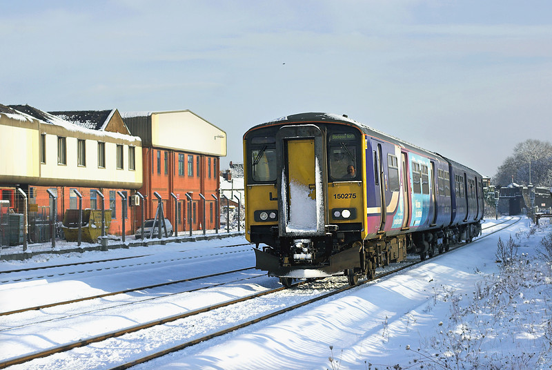 150275 Kirkham and Wesham 18/12/2010<br /> 2N95 1222 Manchester Victoria-Blackpool North