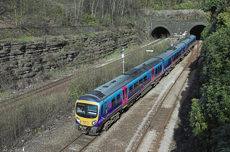 185131 Springwood Junction 20/4/2010<br /> 1P47 1412 Newcastle-Manchester Airport