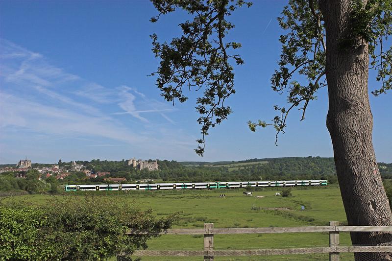 377405 and 377439, Arundel 22/6/2010<br /> 2B02 0802 London Victoria-Bognor Regis