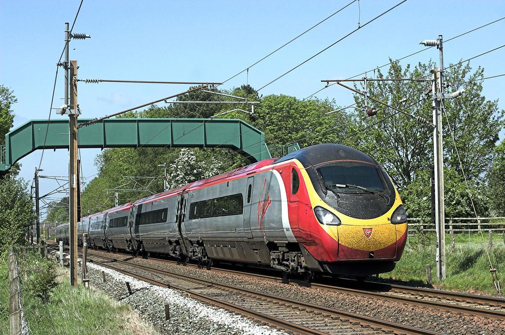 390013 Brock 24/5/2010<br /> 1M13 1240 Glasgow Central-London Euston