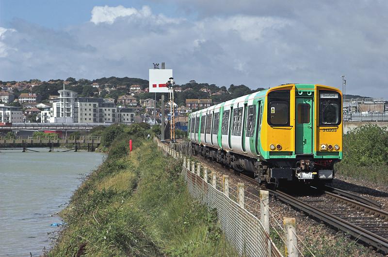 313203 Newhaven 24/8/2010<br /> 2F59 1140 Brighton-Seaford