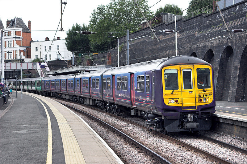 319447 and 319218, Kentish Town 26/7/2010<br /> 2V43 1014 Luton-Sutton