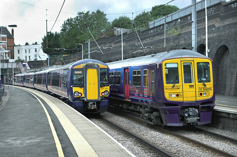 319379 and 377505, Kentish Town 26/7/2010<br /> 319379: 2T29 0954 Bedford-Brighton<br /> 377505: 2T22 0907 Brighton-Bedford
