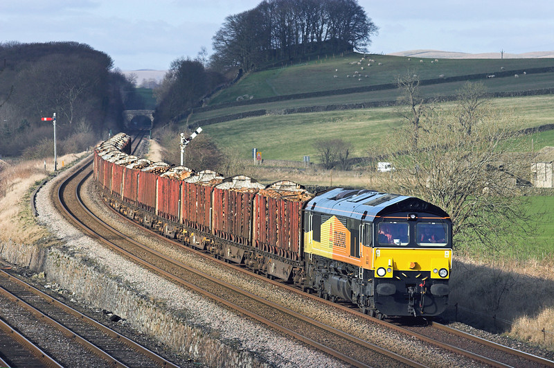 66843 Settle Junction 1/3/2011<br /> 6J37 1229 Carlisle Yard-Chirk