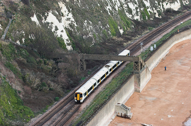 375902 Shakespeare Cliff 2/12/2011<br /> 2W45 1322 Ramsgate-London Charing Cross
