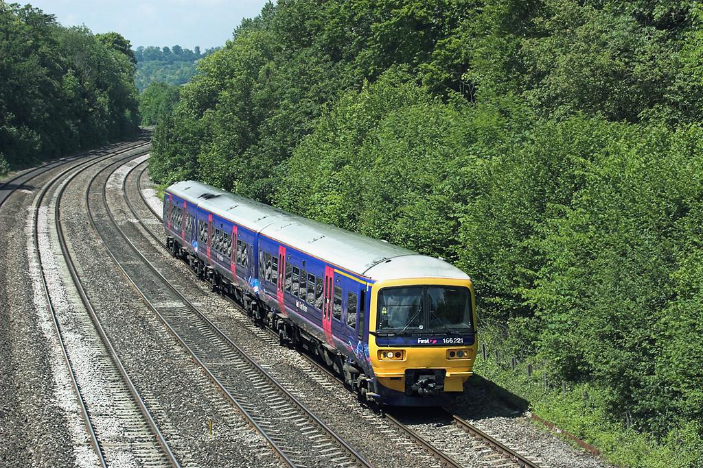 166221 Tilehurst 3/6/2011<br /> 2P52 1237 Oxford-London Paddington