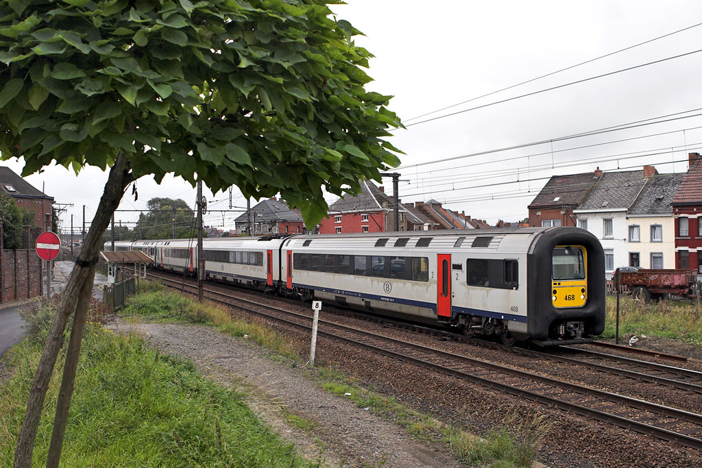 468 and 444, Braine-Le-Comte 5/10/2011<br /> IC1712 1210 Quievrain-Liège Guillemins