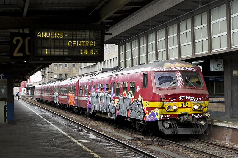 842 Bruxelles-Midi 5/10/2011<br /> IC4535 1340 Essen-Charleroi Sud