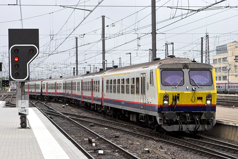 81-78 062 Bruxelles Midi 5/10/2011<br /> IC1910 1038 Mouscron-Shaarbeek