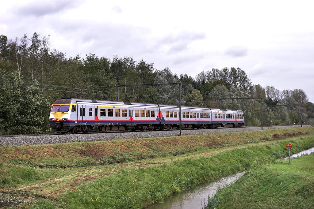 334 Schulen 6/10/2011<br /> IR2934 1218 Liège Guillemins-Antwerpen Centraal