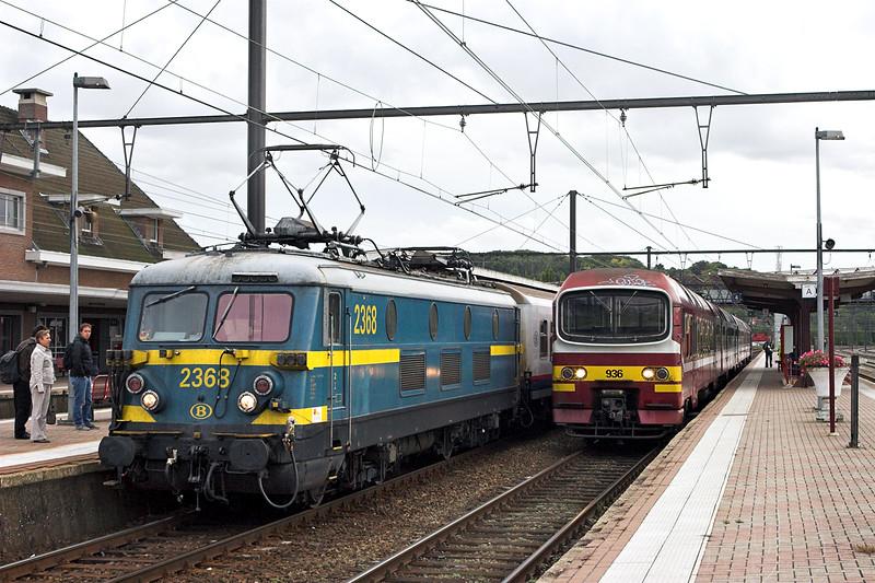 2368 and 936, Aarschot 6/10/2011<br /> 2368: IC8306 1645 Bruxelles Midi-Hasselt<br /> 936: IC8283 1732 Aarschot-Heist Op Den Berg