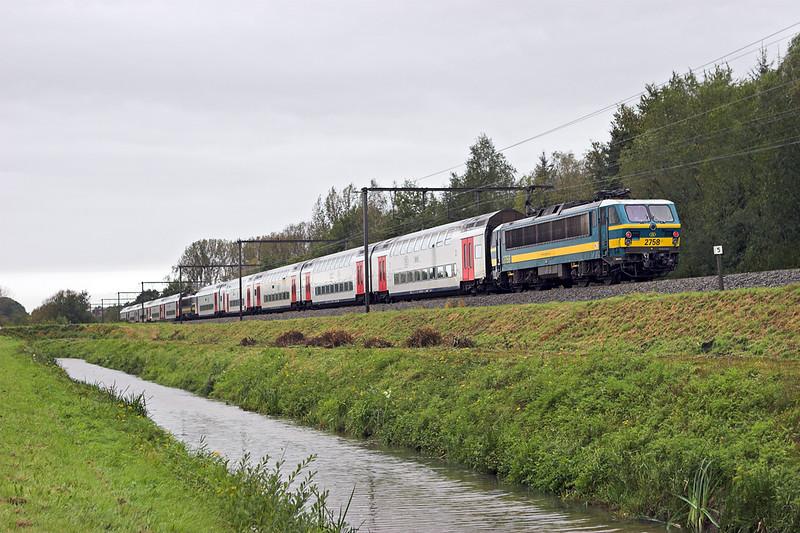 2758 and 2745, Schulen 6/10/2011<br /> IC1534 1139 Tongeren-Knokke/Blankenberge