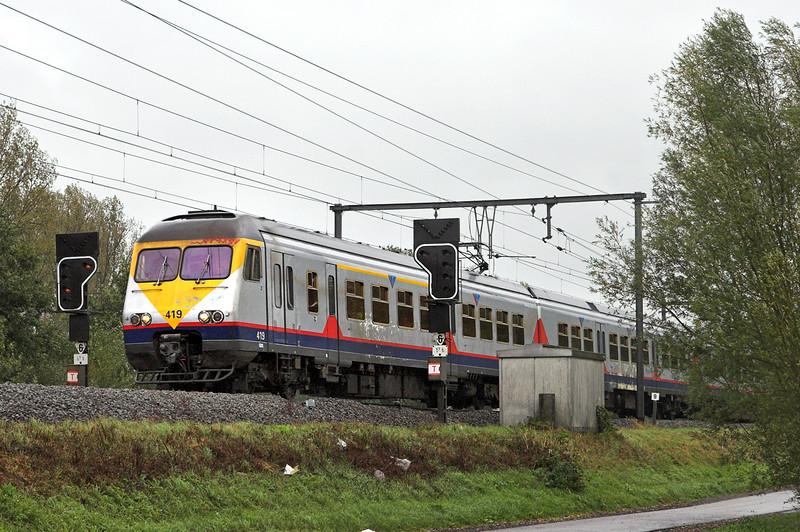 419 Schulen 6/10/2011<br /> IR2932 1018 Liège Guillemins-Antwerpen Centraal