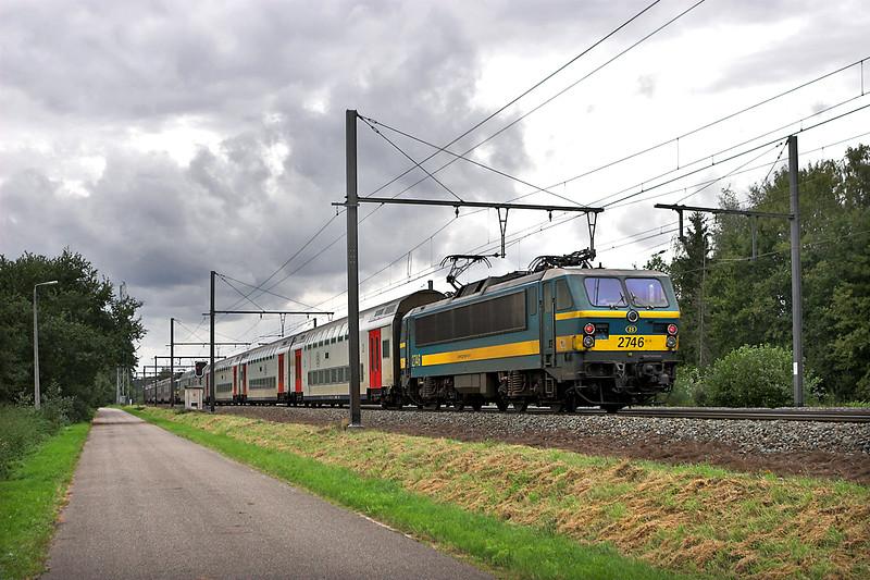 2746 and 2752, Testelt 6/10/2011<br /> IC1537 1439 Tongeren-Knokke/Blankenberge