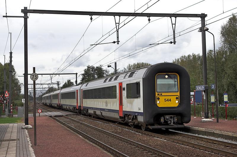 544 and 563, Schulen 6/10/2011<br /> IC1512 1206 Knokke-Tongeren<br /> IC1612 1211 Blackenberge-Tongeren
